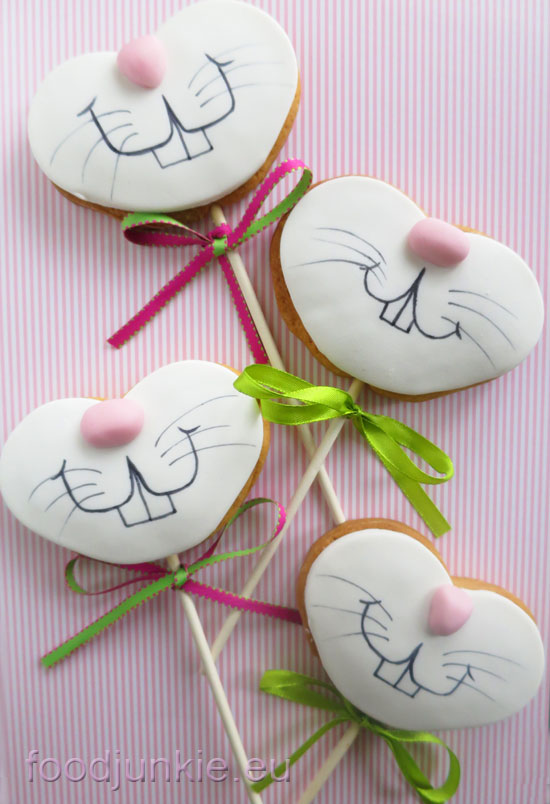 bunny-lollipop-biscuits