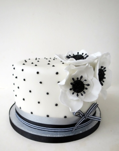 black and white flowers cake