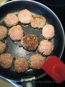 biftekakia-cooking